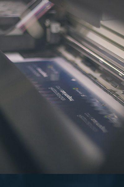 Envelopamento - Material resistente que oferece proteção e identificação aos veículos
