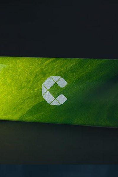 Soluções para eletroeletrônica - Adesivos resinados com acabamento impecável
